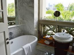 Małe łazienki w praktyce